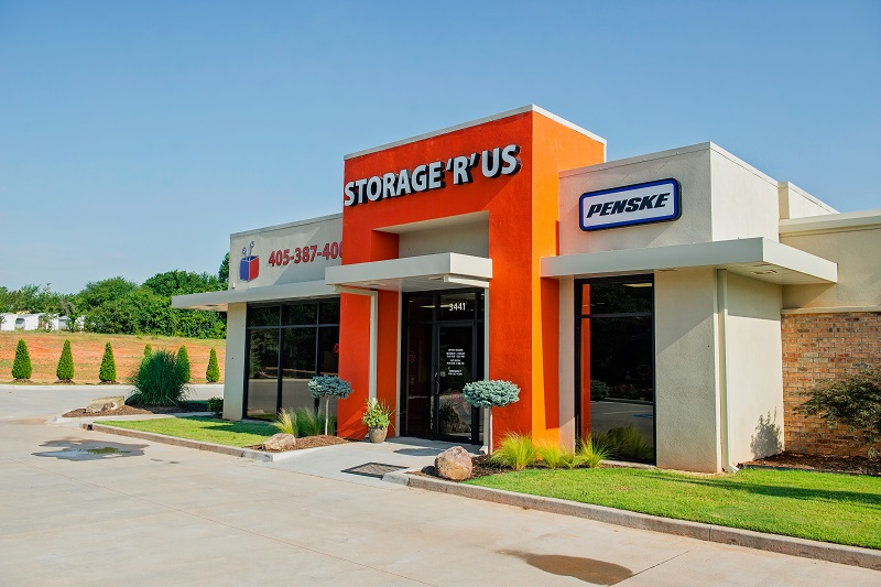 Storage R Us Building